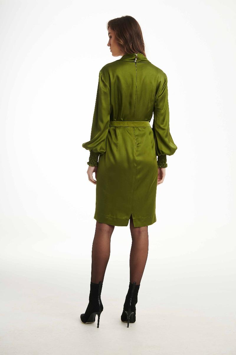Φόρεμα σατέν με σούρα μανσέτα και αλυσιδάκι