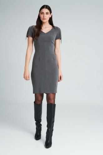 Φόρεμα κρεπ με κρόσια αλυσίδα στα μανίκια