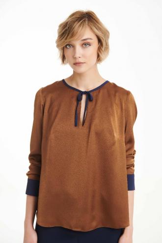 Μπλούζα σατέν με κοντράστ μανσέτες και ρέλι